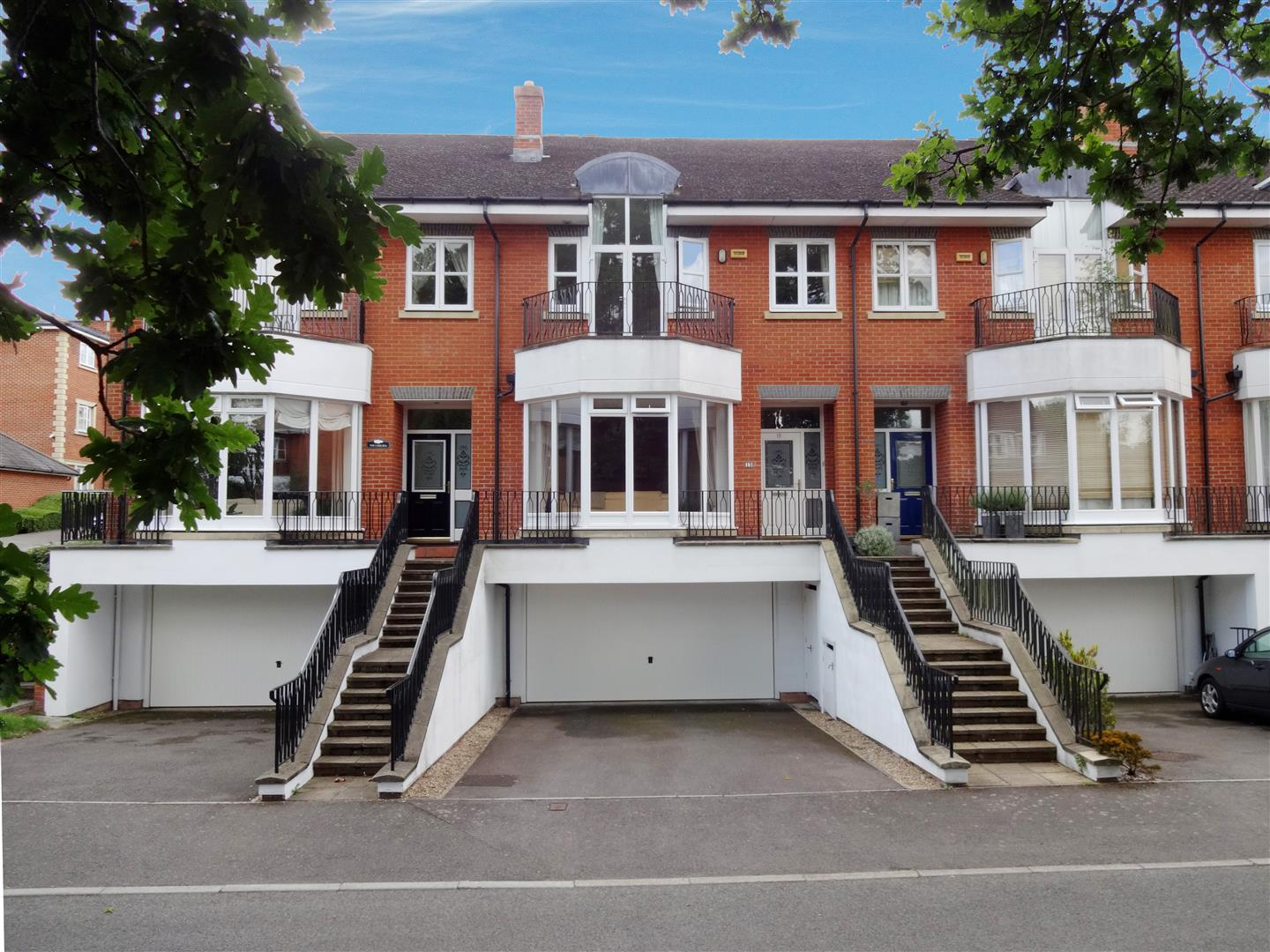 5 Bedrooms Town House for sale in Cambridge Square, Redhill
